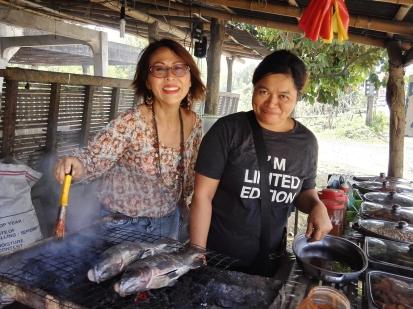 Grilling fresh Tilapia with Kim of Barangay Talaga