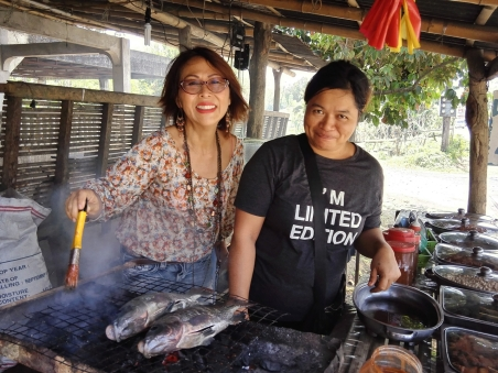 Grilling fresh Tilapia with Kim of Barangay Talaga